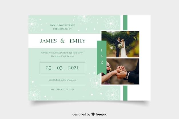 Couple célébrant une invitation de mariage avec photo Vecteur gratuit