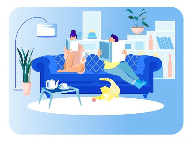 Couple femme et homme assis sur un canapé, lisant des livres Vecteur Premium