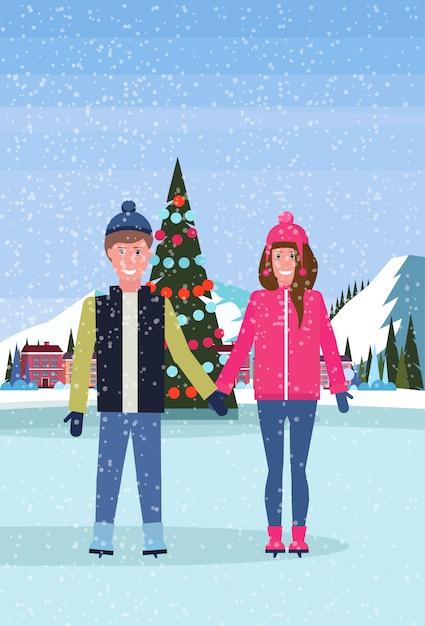 Couple, Patinage, Patinoire, à, Décoré, Arbre Noël, à, Station Ski, Hôtel Vecteur Premium