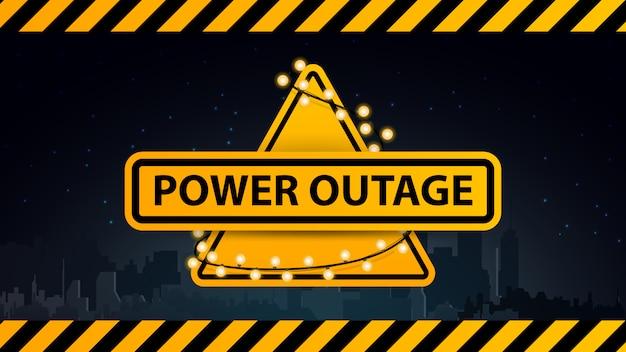 Coupure de courant, logo d'avertissement jaune entouré d'une guirlande sur le fond de la ville sans électricité Vecteur Premium