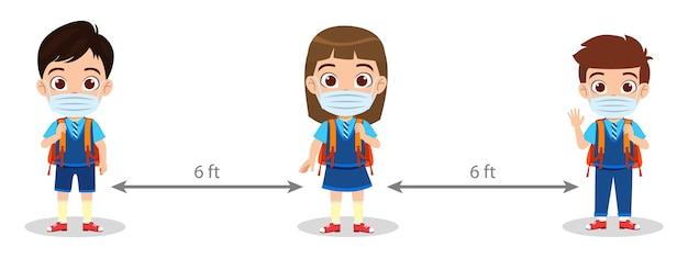Cute Kid School Boys And Girl Agitant Isolés Et Portant Un Masque Avec Une Distance De Six Pieds Isolé Sur Fond Blanc Avec Des Sacs Vecteur Premium