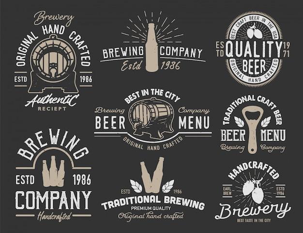 Définir Des Emblèmes Avec Des Objets De Bière Vecteur gratuit