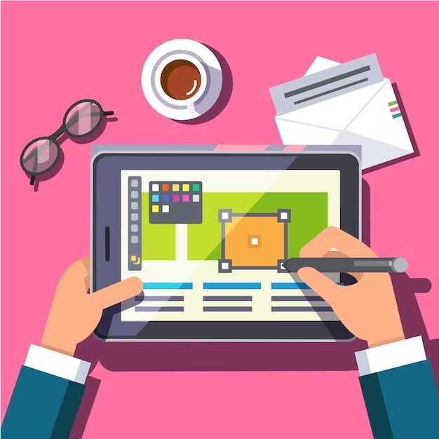 Designer travaillant sur une tablette informatique Vecteur gratuit