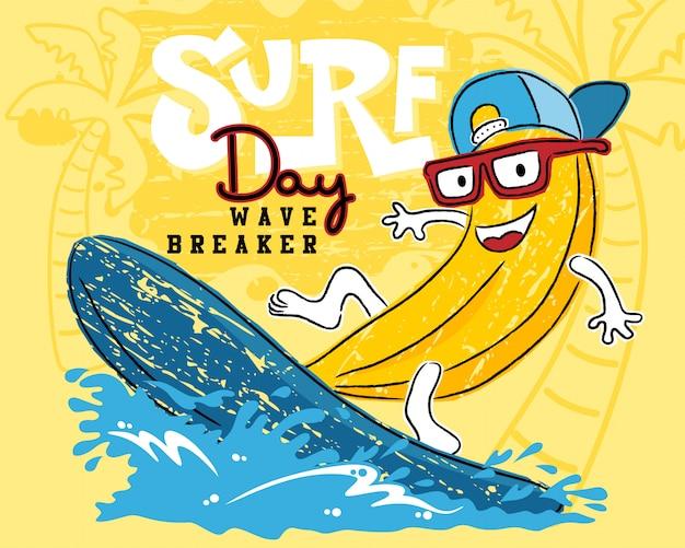 Dessin animé drôle de banane jouant à la planche de surf Vecteur Premium