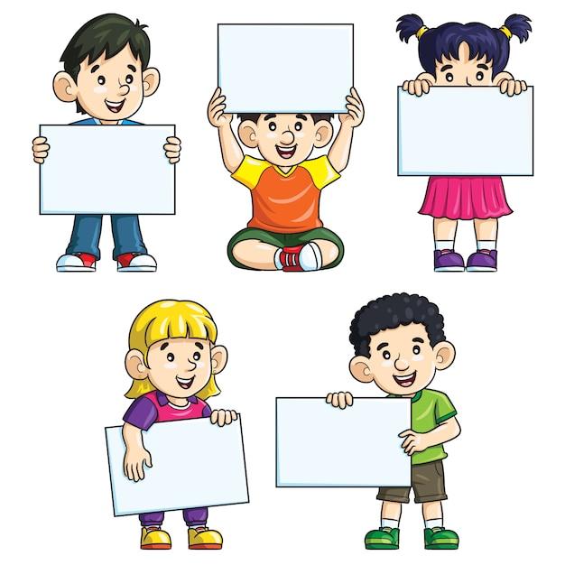 Dessin animé enfants mignons tenant papier vierge Vecteur Premium