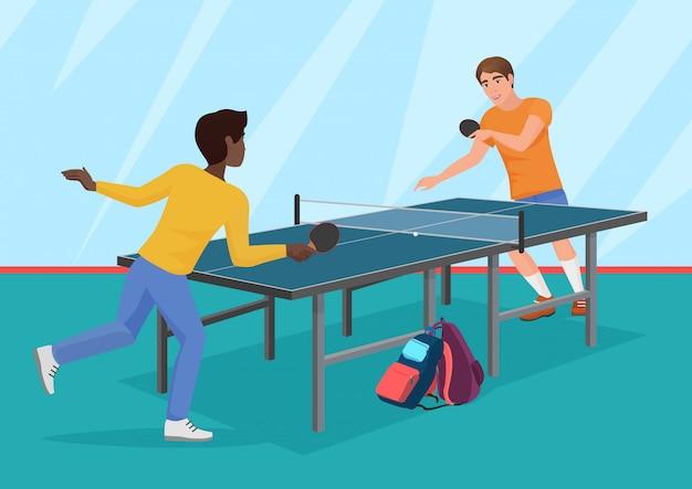 Deux amis jouant au tennis de table. Vecteur Premium