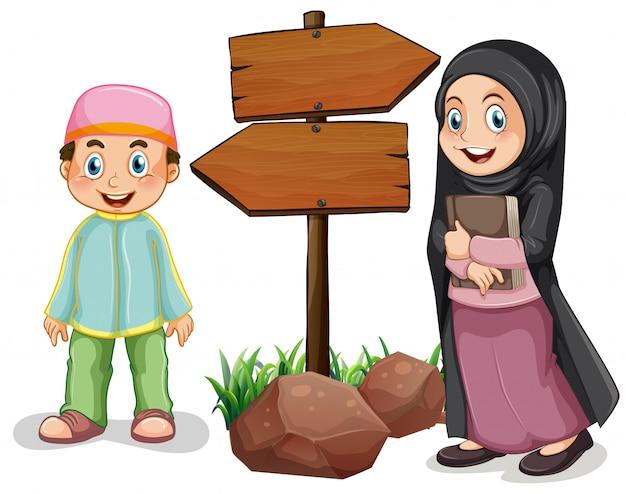 Deux enfants musulmans et des panneaux en bois Vecteur gratuit