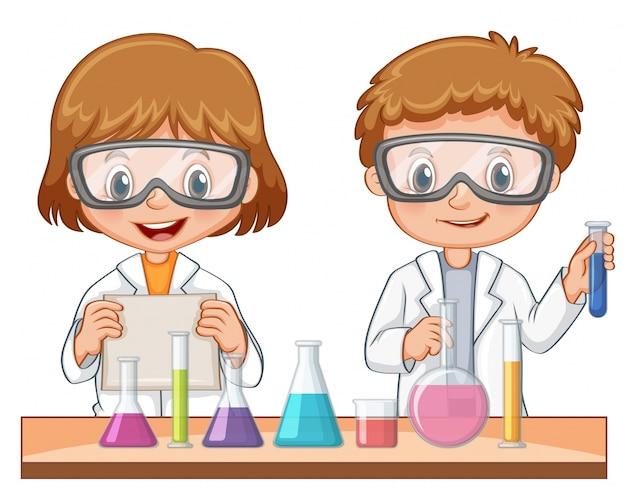 Deux étudiants font une expérience scientifique Vecteur gratuit