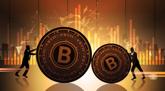 Deux hommes d'affaires poussent bitcoin sur des graphiques de données statistiques crypto currency concept digital web money Vecteur Premium