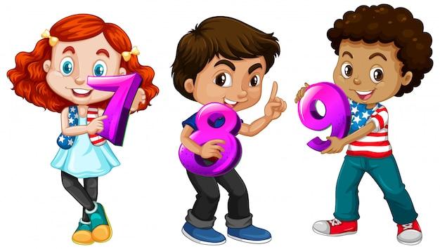 Différents Trois Enfants Tenant Un Numéro De Maths Vecteur gratuit