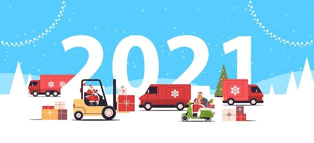 Différents Véhicules Offrant Des Cadeaux Joyeux Noël 2021 Nouvel An Vacances Célébration Livraison Service Concept Carte De Voeux Paysage Fond Illustration Vectorielle Horizontale Vecteur Premium
