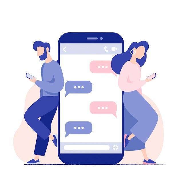 Discuter parlez des jeunes avec les smartphones. homme et femme debout près de gros téléphone portable avec des bulles en discussion. relation virtuelle, millénaire. Vecteur Premium