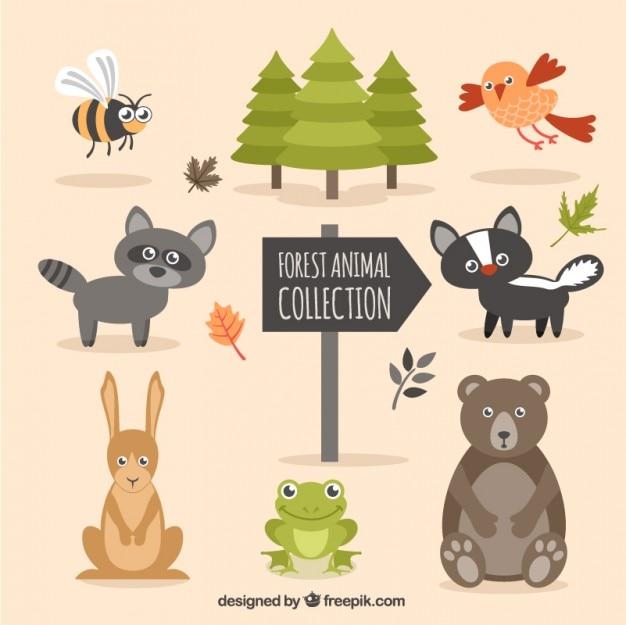 Drôle animal forêt dessiné à la main avec des arbres Vecteur gratuit