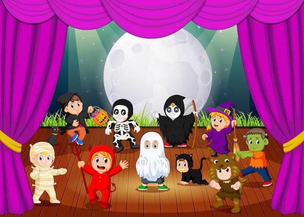 Une effrayante collection de costumes hallowen Vecteur Premium