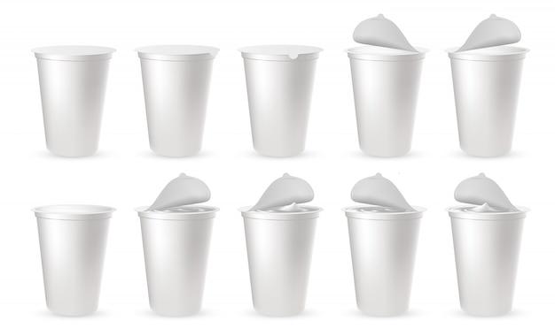 Emballages en plastique réalistes pour yaourts avec couvercle en aluminium, cap. Vecteur Premium