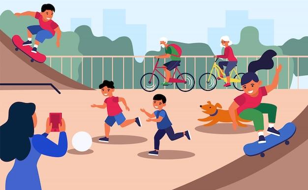 Enfants Actifs Sur Le Terrain De Jeu De La Ville Vecteur gratuit