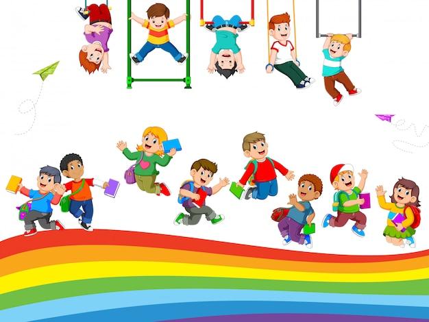 Les enfants et les activités des élèves lorsqu'ils jouent ensemble Vecteur Premium