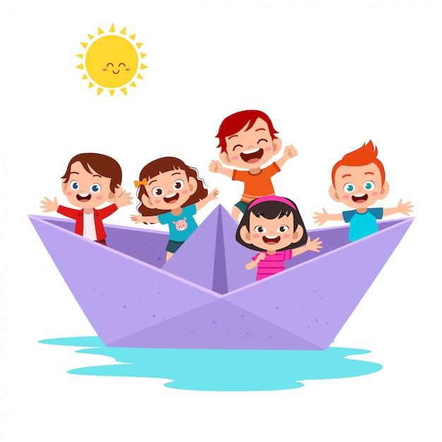 Enfants sur le bateau en papier Vecteur Premium