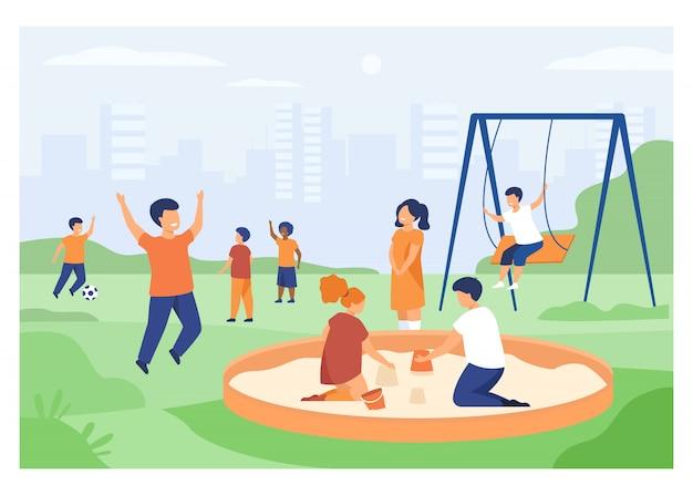 Enfants Sur Le Concept De Terrain De Jeu Vecteur gratuit