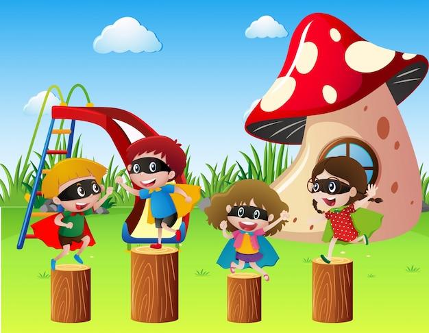 Les enfants en costume héroïne jouent dans le parc Vecteur gratuit