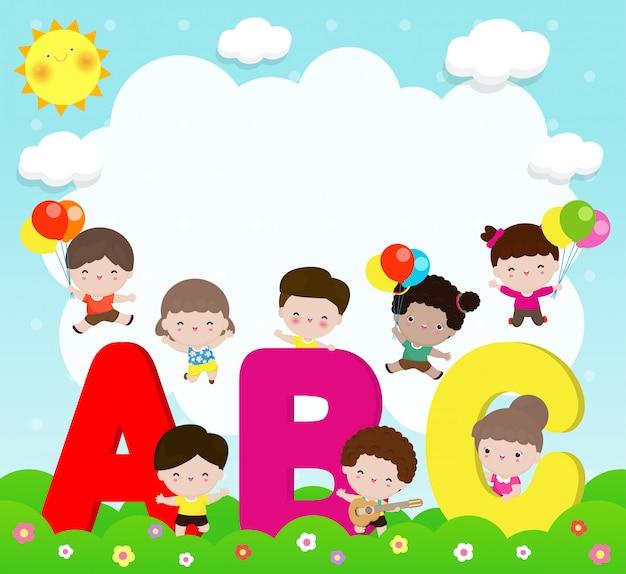 Enfants De Dessin Animé Avec Des Lettres Abc, écoliers Avec Abc, Enfants Avec Des Lettres Abc, Fond Vector Illustration Vecteur Premium