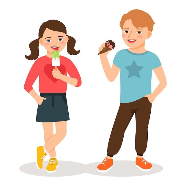 Enfants dessin animé mangeant illustration vectorielle de crème glacée. joli garçon et fille avec des cônes de glace sucrés isolés Vecteur Premium