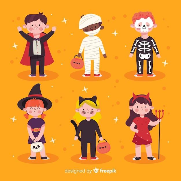 Enfants dessinés à la main habillés comme des monstres pour halloween Vecteur gratuit