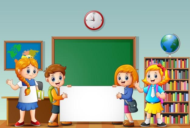 Enfants de l 39 cole de dessin anim avec signe vierge dans une salle de classe t l charger des - Dessin de classe d ecole ...