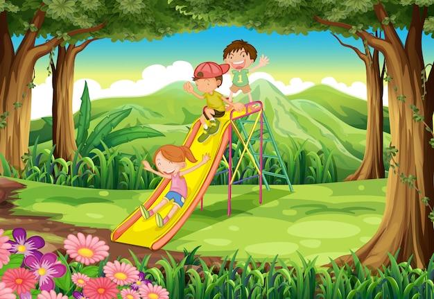 Enfants glissant à la forêt Vecteur Premium