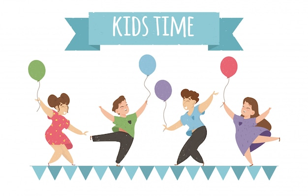 Enfants heureux danser et sauter avec des ballons. Vecteur Premium