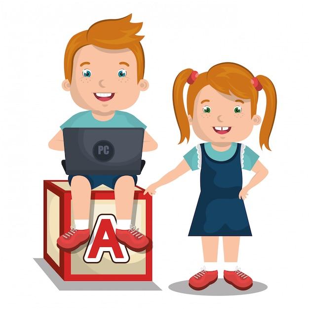 Enfants interagissant avec un ordinateur portable Vecteur gratuit