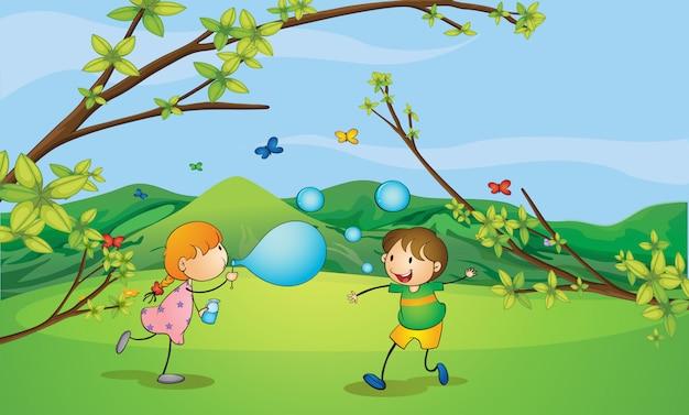 Enfants jouant des bulles Vecteur gratuit