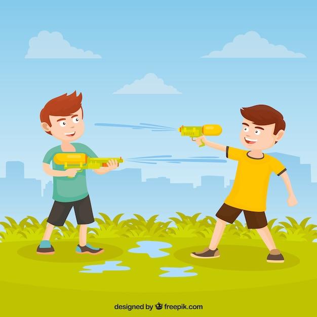 Enfants jouant dans le parc avec des pistolets à eau en plastique Vecteur gratuit