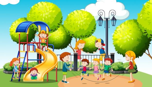 Enfants jouant dans le parc public Vecteur gratuit