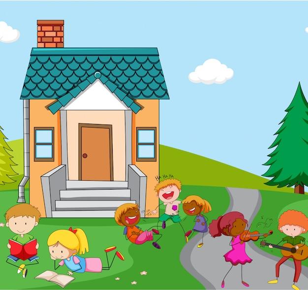 Enfants jouant devant la maison Vecteur gratuit