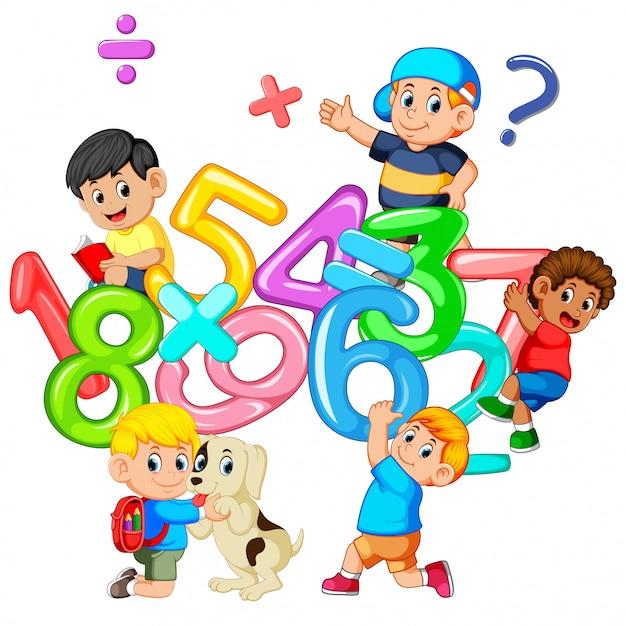 Enfants jouant avec un grand nombre Vecteur Premium