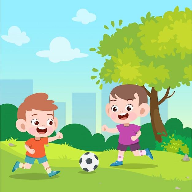 Les enfants jouent au football dans l'illustration vectorielle de jardin Vecteur Premium