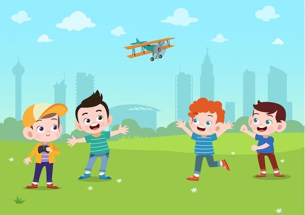 Les enfants jouent dans le parc Vecteur Premium