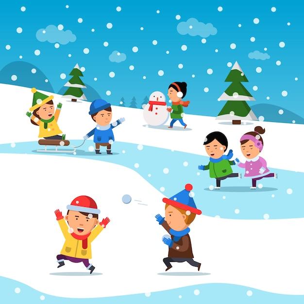 Les Enfants Jouent En Hiver. Sourire Drôle Bonheur Enfants Au Dessin Animé De Vacances Enneigé Froid Vecteur Premium