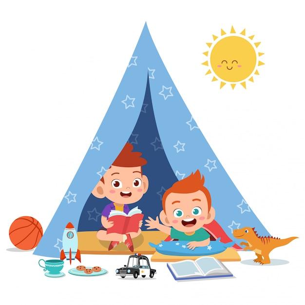 Les enfants jouent sur l'illustration de la tente Vecteur Premium