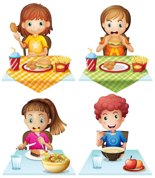 Les enfants mangent des aliments sur la table à manger Vecteur gratuit