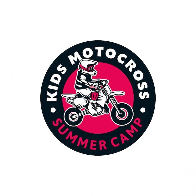 Enfants Motocross Camp D'été Logo Insigne Couleur Signe Illustration Vecteur Premium