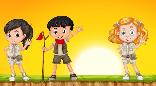 Enfants en randonnée dans la nature Vecteur gratuit
