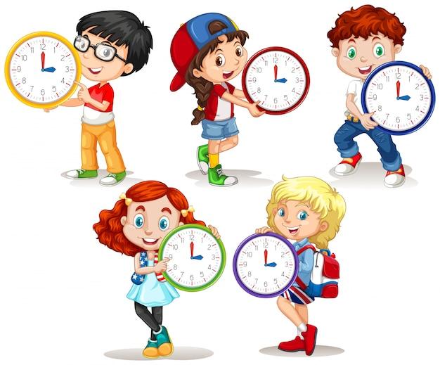 Enfants tenant une horloge sur fond blanc Vecteur gratuit