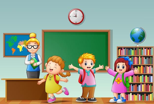 Enseignante avec des étudiants dans une salle de classe Vecteur Premium