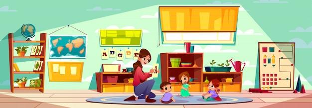 Enseignante de la maternelle ou de l'école maternelle montessori qui étudie les lettres de l'alphabet Vecteur gratuit