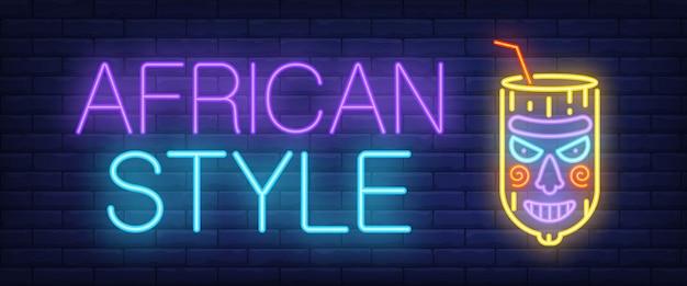 Enseigne au néon de style africain. lettrage de barres rougeoyantes avec un verre étrange Vecteur gratuit
