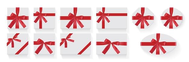 Ensemble De Boîtes Blanches Avec Un Grand Arc Cadeau Rouge Sur Fond Blanc Vecteur Premium