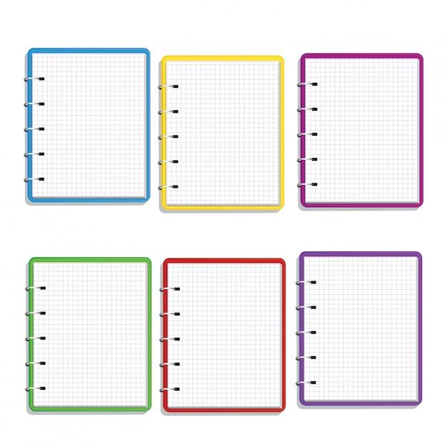 Ensemble de cahier à spirale coloré réaliste avec des pages vierges de grille carrée isolé sur blanc Vecteur Premium