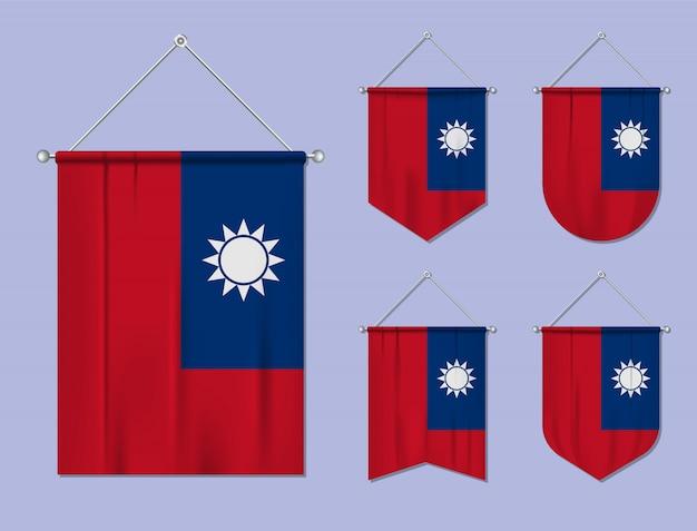 Ensemble De Drapeaux Suspendus Taiwan Avec Texture Textile. Formes De Diversité Du Pays Du Pavillon National. Fanion De Modèle Vertical. Vecteur Premium